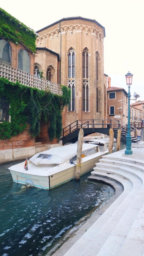 Canal di samping Basilica di Santa Maria della Salute